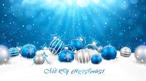 Kerstmisballen in sneeuw Royalty-vrije Stock Afbeelding