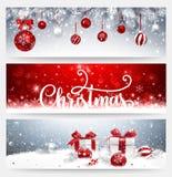 Kerstmisbanners met Ballen en Giften worden geplaatst die Royalty-vrije Stock Afbeeldingen