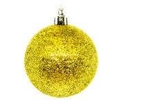 Kerstmisbol op wit wordt geïsoleerd dat Met de hand gemaakte de winterdecoratie stock foto's