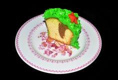 Kerstmiscake met groene sugarpaste en rode sterren Royalty-vrije Stock Foto's