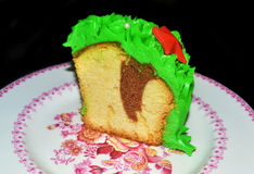 Kerstmiscake met groene sugarpaste en rode sterren Stock Afbeelding