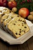 Kerstmiscake met kruiden en droge vruchten Stock Foto's