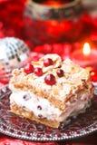 Kerstmiscake met room en bessen royalty-vrije stock foto's