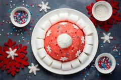 Kerstmiscake van de kerstmanhoed De cake van de de winterhoed met traditionele ornam Royalty-vrije Stock Foto