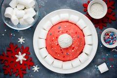Kerstmiscake van de kerstmanhoed De cake van de de winterhoed met traditionele ornam Royalty-vrije Stock Fotografie
