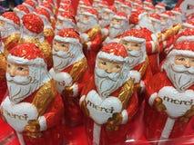Kerstmiscijfers van de Mercichocolade stock afbeeldingen