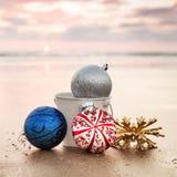 Kerstmisdecoratie bij Carlsbad-het Strand van de Staat bij Zonsondergang op B Stock Foto