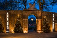 Kerstmisdecoratie bij Saatchi-Galerij in Chelsea, Londen het UK stock afbeelding