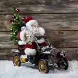 Kerstmisdecoratie: De rode Kerstman in haast om Kerstmis te kopen royalty-vrije stock foto's
