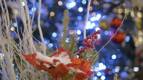Kerstmisdecoratie in de stad Goede Nieuwjaargeest stock video