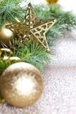 Kerstmisdecoratie en altijdgroene spar royalty-vrije stock foto