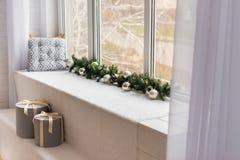 Kerstmisdecoratie en een spar Royalty-vrije Stock Afbeelding