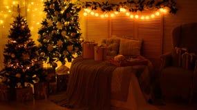 Kerstmisdecoratie en een spar Royalty-vrije Stock Foto