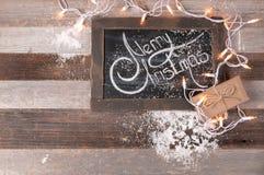 Kerstmisdecoratie en gift met het begroeten van Vrolijke Kerstmis Royalty-vrije Stock Afbeeldingen