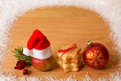 Kerstmisdecoratie en Kerstmanhoed Stock Afbeeldingen