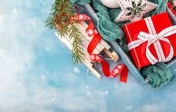 Kerstmisdecoratie en voedsel Stock Fotografie