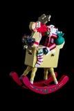 Kerstmisdecoratie: Geïsoleerde het Schommelen Kerstman op Zijn Rendier Royalty-vrije Stock Afbeelding