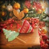 Kerstmisdecoratie gebreid hart Stock Fotografie