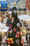 Kerstmisdecoratie in GOM - winkelcomplex in MOSKOU royalty-vrije stock foto