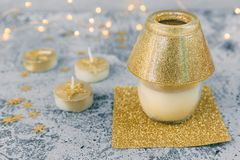 Kerstmisdecoratie in gouden tonen Stock Foto