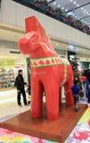 Kerstmisdecoratie in het Plein van Tseug Kwan O Stock Fotografie