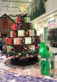 Kerstmisdecoratie in het Plein van Tseug Kwan O Stock Afbeeldingen