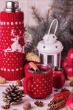 Kerstmisdecoratie - koekjes, appelen, kruiden, overwogen wijn Co Royalty-vrije Stock Foto