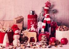 Kerstmisdecoratie - koekjes, appelen, kruiden, overwogen wijn Co Royalty-vrije Stock Fotografie