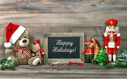 Kerstmisdecoratie met antiek speelgoed en bord Stock Foto