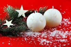 Kerstmisdecoratie met aromatische kaarsen royalty-vrije stock fotografie