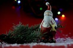 Kerstmisdecoratie met aromatische kaarsen stock foto