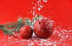 Kerstmisdecoratie met aromatische kaarsen royalty-vrije stock afbeeldingen