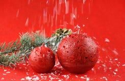 Kerstmisdecoratie met aromatische kaarsen stock afbeeldingen