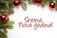 Kerstmisdecoratie met de Novagodina van de Nieuwjaargroet ` Sretna! ` in Bosniër Stock Foto's