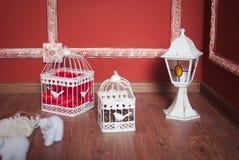 Kerstmisdecoratie met kooien Stock Afbeeldingen