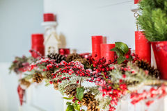 Kerstmisdecoratie met open haard in de ruimte royalty-vrije stock foto