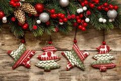 Kerstmisdecoratie met ornamenten stock afbeelding