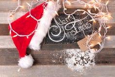 Kerstmisdecoratie met plaats voor groet op krijtbord Royalty-vrije Stock Foto