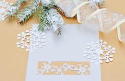 Kerstmisdecoratie met plaats voor uw tekstuitnodiging Royalty-vrije Stock Fotografie