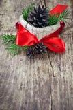 Kerstmisdecoratie met rode boog Stock Afbeelding