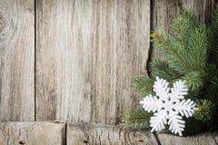 Kerstmisdecoratie met spartakken op de houten achtergrond Stock Afbeeldingen