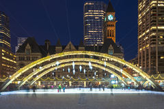 Kerstmisdecoratie in Nathan Phillip Square in Toronto royalty-vrije stock fotografie