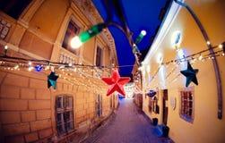 Kerstmisdecoratie op de straten van Brasov, Roemenië royalty-vrije stock afbeeldingen