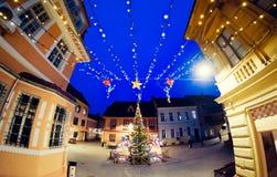 Kerstmisdecoratie op de straten van Brasov, Roemenië Royalty-vrije Stock Foto