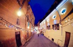 Kerstmisdecoratie op de straten van Brasov, Roemenië Stock Foto's