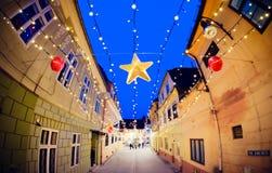 Kerstmisdecoratie op de straten van Brasov, Roemenië Royalty-vrije Stock Fotografie
