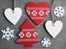 Kerstmisdecoratie op grijze oude houten achtergrond Stock Foto
