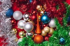 Kerstmisdecoratie op rode achtergrond Stock Foto's