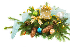 Kerstmisdecoratie op sparrengrens Royalty-vrije Stock Foto's