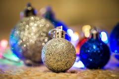 Kerstmisdecoratie op warme achtergrond Stock Foto